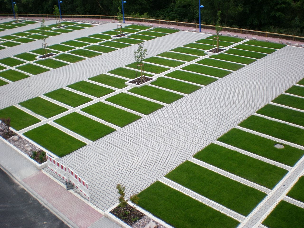 Why lid permeable paving over asphalt paving for Green pavers